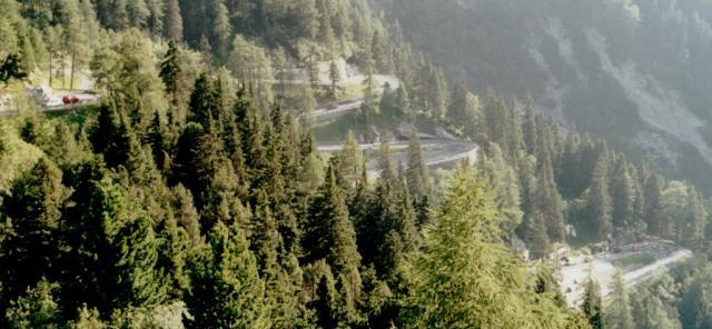 Die waghalsige Trassenführung der Malojapassstraße.Tag 4 Sommertour 2001