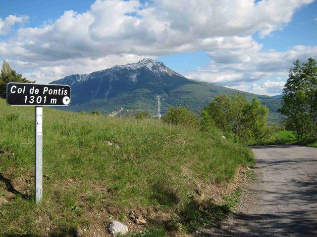 Col-de-Pontis, Passschild mit Blick nach Südost.