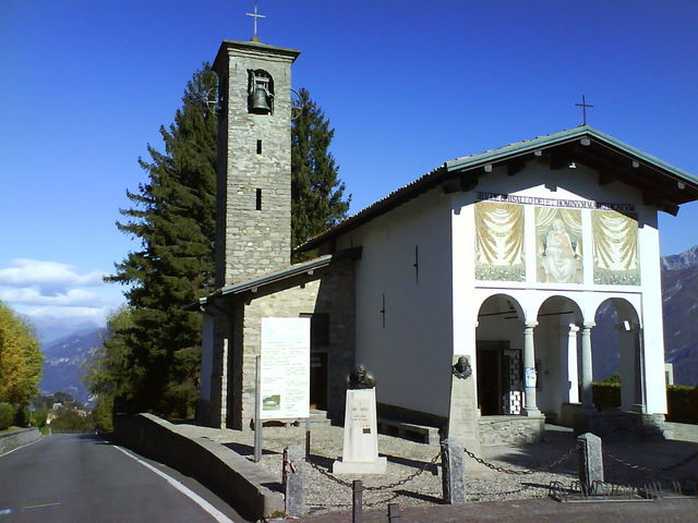 Die Wallfahrtskirche mit den Bronzebüsten von Bartali und Coppi.