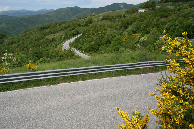Südauffahrt: Schöner Straßenverlauf.