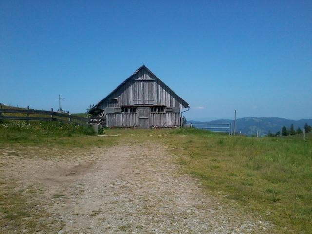 Passhöhe mit Alphütte