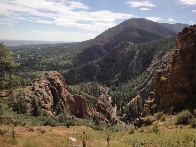 Blick von der Gold Camp Road auf die Auffahrt durch den Canyon.