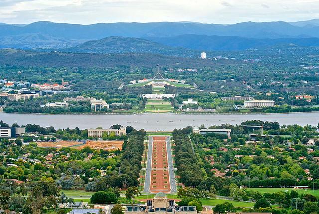Canberra viewed from Mount Ainslie. von Jason Tong