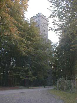 Der 27 m hohe Ohlyturm des Odenwaldclubs, 1901 aus Granit gebaut, markiert den höchsten Punkt des Felsberges.Region OdenwaldArmin Kübelbeck
