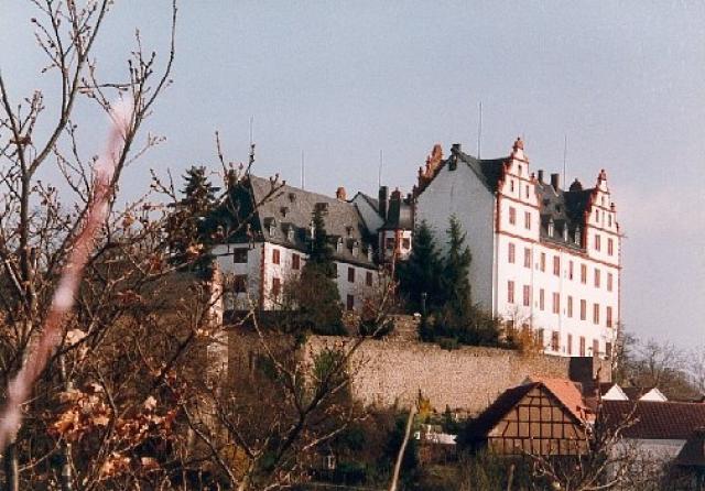 Das Schloss Lichtenberg - der Ausgangspunkt der Anfahrt zur Neunkirchner Höhe von Niedernhausen aus.Armin Kübelbeck