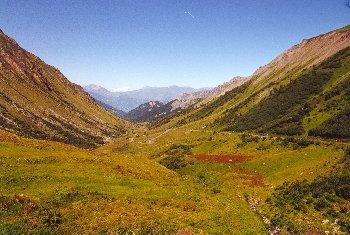 Die Nordrampe des Glandon mit Sicht auf den Madeleinesattel vor dem Mont BlancSommertour 2000