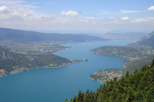 Lac d'Annecy vom Col de la Forclaz.