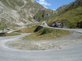 Serpentine am Col de l