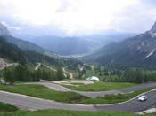 Die Ostrampe zum Gr�dnerjoch in Richtung Corvara vom Pass aus gesehen, Teil 2.