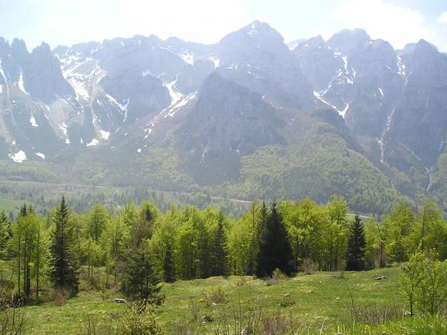 Die Carega-Gruppe zwischen Campogrosso und Pian delle Fugazze. Die Straße davor ist die von Thomas beschriebene Pannenstrecke.