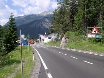Der Blick nach Süden auf der Passhöhe des Fernpasses.