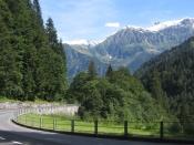 Nach Passieren des Ortes Linthal beginnen die Serpentinen, welche zur Hochebene �Urner Boden� f�hren.