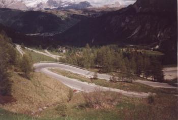 Der Ostanstieg zum Grödnerjoch aus Corvara Dolomitentour Team Roßtal Mai 2002Christian Barth