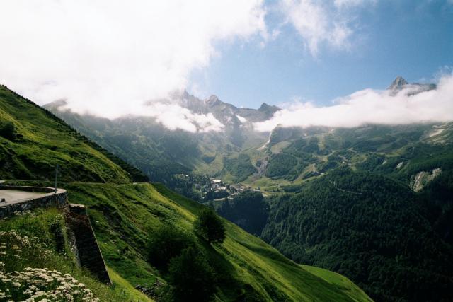 Blick auf Gourette.Tag 6 Sommertour Pyrenäen 2002