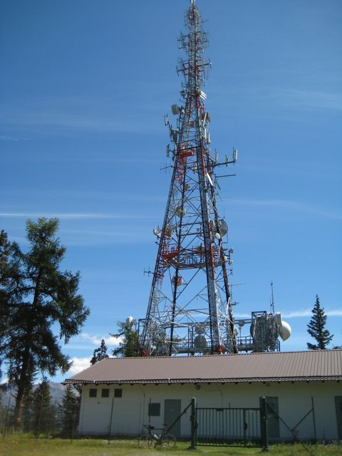 Der Funkturm auf dem Gipfel des Montoni