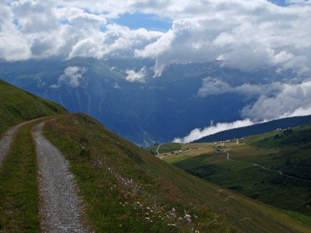 01 oberhalb Mursenas (2140m,1200Hm), vernünftig befahrbar da nicht steil, 25.7.10
