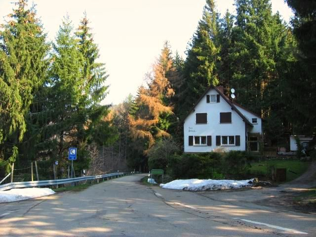Ortseingang Schönbüch an der Passhöhe.