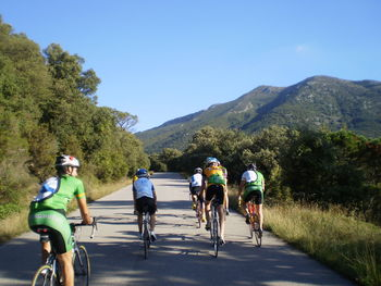 Der Gipfel bei besserem Wetter, zusammen mit den Jungs und Mädels vom Forum Cicloturisme català.