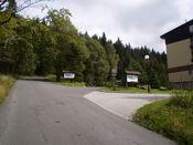 Rechts das Hotel �pič�k .