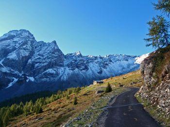 kurz vor der Alpe di Cava(2005m) mit Torent Alto(2952m) auf 1921m, 26.9.10.