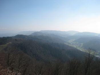 Im Tal Stallikon, der Grat wird von Buchenegg- und Albis-Strassen gequert