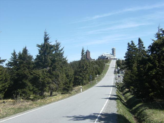 Schlussanstieg zum Fichtelberg im Erzgebirge.