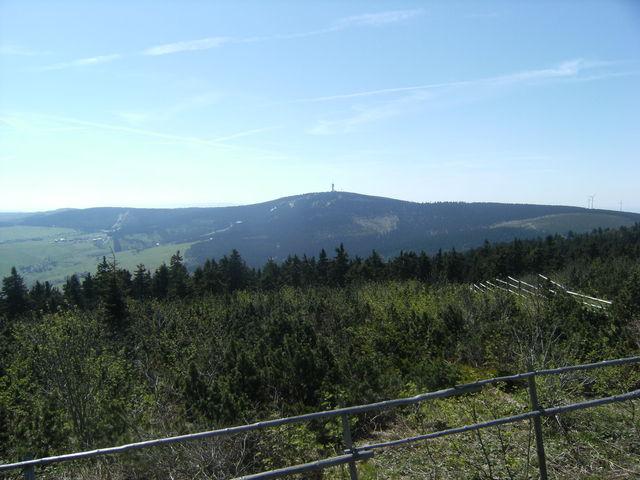 Blick vom Fichtelberg nach Süden auf den Keilberg/Klinovec.