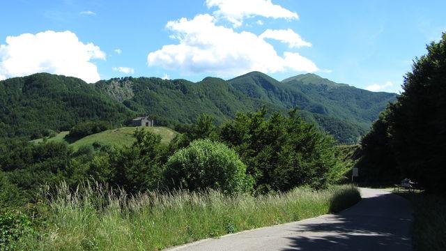 Westanfahrt: Kapelle an der Grenze der Toskana und der Emilia.