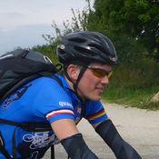 Sein Trainingsrevier ist die fr�nkische Schweiz mit ihren ber�chtigten Rampen, er liebt jedoch auch die langen Anstiege der Alpen. Eigentlich immer am Reden und fast nicht kaputt zu kriegen. Einzige gro�e Schw�che: Hefegeb�ck.
