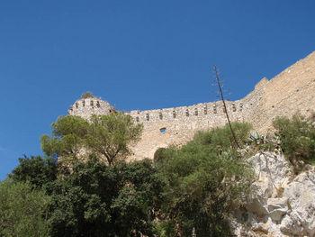 Blick vom Parkplatz zum Castell.