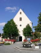 Die alte Dorfkirche in der Ortsmitte.
