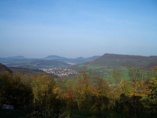 [[Rechberg|paesse|rechberg]] und Stuifen und die [[Messelbergsteige|paesse|messelbergsteige]] rechts von Donzdorf
