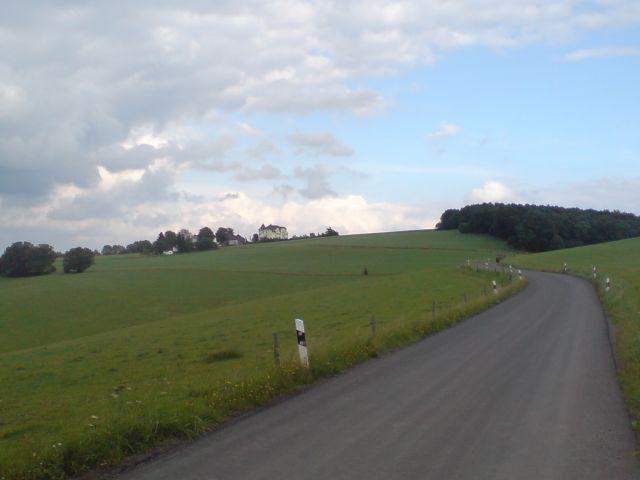 Nahmeranfahrt - Blick vom Waldausgang auf Veserde.