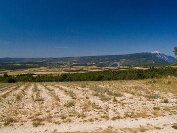 An der Südauffahrt befindet sich ein Aussichtspunkt mit gutem Blick über die gesamte Hochebene
