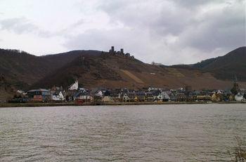 -Die Burg Thurant oberhalb von Alken.