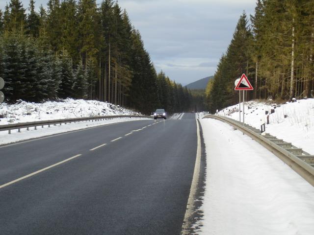 Abfahrt auf der B247 Richtung Luisenthal.