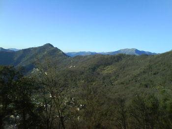 Die Passhöhe von Nostra Signora di Montallegro aus gesehen.
