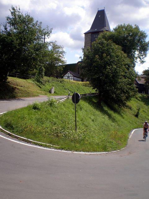 letzte Kurve an der Burg.