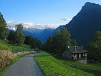 00 auf dem Weg zur Alpe di Gardosa Blick Richtung Olivone, 11.08.09