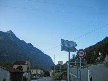 01 gut beschilderte Auffahrt von Semione zur Alpe di Gardosa.
