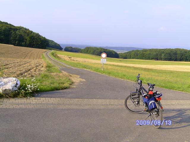 Trekkingrad vorTrecker-Autobahn.