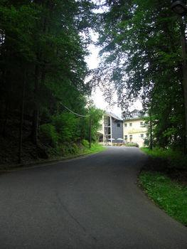 Bald hat man die letzten H�user von Elgersburg erreicht.