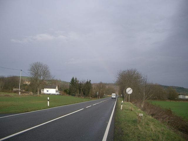 Regenbogen über der Anfahrt nach Anhausen.