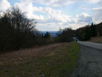 Blick Richtung S�den auf slowakische Berge. Im Vordergrund erneut ahnungsloser gef�hrlicher Wanderer.