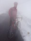 gleicher Tag, der letzte Kilometer mit ordentlich Schneewehen, 31.5.2009. Also nicht vergessen: Im Mai gibt es auf den hohen Riesengebirgsp�ssen noch keine Schneefreigarantie!
