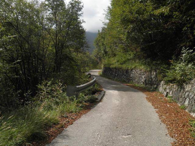 der schmale Weg aus Südostern zum Pass