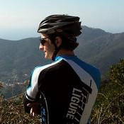 Obwohl das Rennrad das einzig Italienische an ihm ist, dürften seine Strassenkenntnisse Liguriens besser sein als die vieler Einheimischer. Lebt mehrere Wochen pro Jahr in seiner Zweitheimat Ligurien.