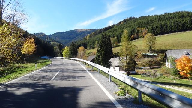 Anfahrt von Steinhaus/S.: Zu Beginn noch bester Asphalt und eine schöne Landschaft.