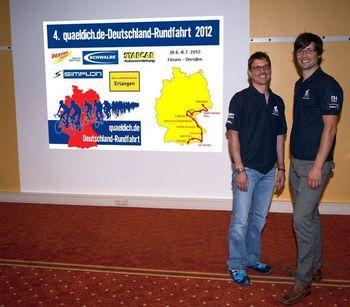 Christian Frank (Erlangen) und Jan Sahner (quaeldich.de) vor der Strecke der quaeldich.de-Deutschlandrundfahrt 2012  (c) Volker Blatt, fire-photoart.de