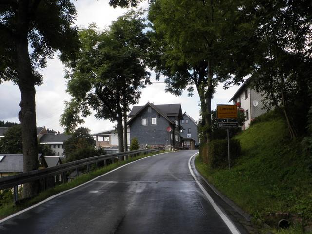 Ziel im Limbach, nur noch ein paar Meter bis zum Hochpunkt, der quer verlaufenden B 281